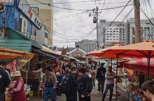 """#函馆 #""""朝市"""",只在早间开放的水产品市场)。从清晨开始便充满活力、热闹非凡的函馆朝市是函馆有名的"""