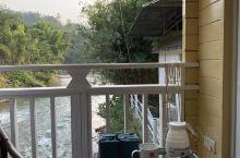 在广州开车四小时可到,这里是一个连洗面,洗澡都是温泉水的渡假村。环境优美。潺潺流水,品着淡茶,人生一