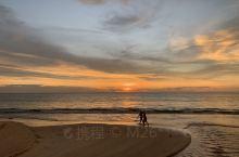 入住的movenpick这家酒店,和卡伦海滩就一条马路的间隔。在泰国看了好几个地方的日落,觉得最美的