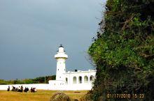 鹅銮鼻,南台湾省的蔚蓝大海和白色浪花。