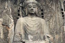 """最美石窟 奉先寺原名""""大卢舍那像龛""""。是龙门石窟开凿规模最大的摩崖像龛,也是全国石窟中唯一劈开山崖,"""