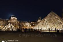 卢浮宫的魅力就是根本不懂艺术的你,只要走进他就 一定会被艺术气息所感染,这里边的艺术珍宝真可谓是数不