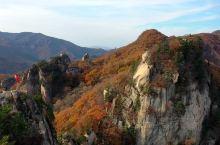 辽宁丹东天桥沟枫景很美,之前去过关门山和老边沟,我个人觉得那些地方都不如天桥沟。天桥沟还有爬山的乐趣