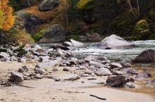 金秋的可可托海景区 额尔齐斯河源头河谷充满秋天的色彩 山高水长 天蓝叶黄 漫步徜徉 风景长廊