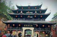 恩施位于湖北省西南部,武陵山北部。1998年开始对外开放,被誉为是中国优秀旅游城市、国家园林城市、湖