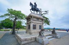 """仙台城是在1601年由伊达政宗建立,位于仙台市青叶区的青叶山上,又称""""青叶城""""和""""五城楼""""。在主要的"""