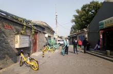 毡子房胡同位于北京什刹海西边一点的三座桥十字路口往北,著名的红楼梦