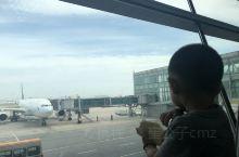 终于有时间写游记~设计师酒店 啃着我心爱的面包片看着心爱的大飞机不是雨季的话飞机都会准时到达。 抵达