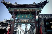 """清真大寺,建于清康熙三十二年(公元1693年)。据《清真寺南北讲堂碑记》记载:""""自大清定鼎以来,建立"""