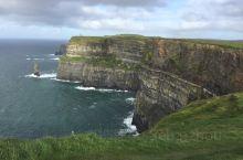 爱尔兰的莫赫悬崖在爱尔兰靠北的地方,从基拉尼开车开了两三个小时才能到达。莫赫悬崖是欧洲最高的悬崖,大