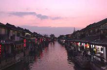 本人从苏州坐高铁到嘉善南下车,打车直接到西塘北门入住和,筑酒店,西塘是古典的,也是现代的,穿着汉服走