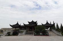 宁波奉化滕头,就是那个英女王都来过的农村,搞了个比较特色的景点出来,也就节假日人多一点,绿化环境是很