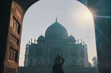 泰姬陵拍照分享  一定早上早点去 光线比较好  可以带一个头巾 比较有异域风情 泰姬陵旁边的清真寺可