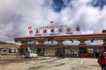 """纳木错位于念青唐古拉山脉,是高原咸水湖,湖面海拔4718米,与羊卓雍措、玛旁雍错并称为西藏的""""三大圣"""