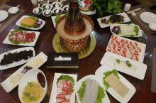 能在草原大厦吃到很美味老北京铜火锅真的很好吃,能吃到纯正的锡盟牛羊肉真的很不错,值得推荐。