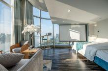 这间民宿可以观 钱塘江  270°超大无敌落地窗住到就是赚到  价格:908RMB 住4人 位置 杭