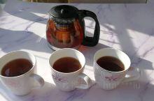 饭后三人来杯红茶!