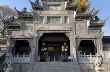 米公祠是纪念宋四家(苏东坡、黄庭坚、米芾、蔡襄)之一的米芾的祠堂。米芾字元章,是北宋著名的书法家,画