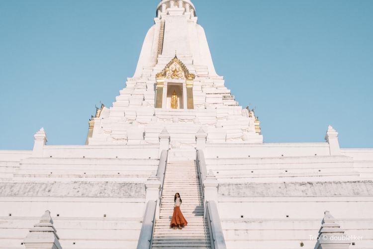 Wat Phu Khao Thong4