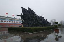 微山湖是位于中国山东省微山县南部的断陷湖。北与昭阳湖、独山湖和南阳湖首尾相连,水路沟通,合称南四湖。