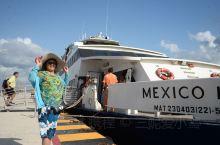 从地中海海岸线号邮轮换成游船来到了墨西哥科苏梅尔岛 优良的海滩 风平浪静 吸引着喜爱潜水的游客 最具
