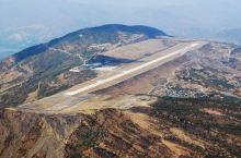 【攀枝花的记忆】  记得离开攀枝花那一年 听说机场要建在海拔千米的高山顶上 在当年只是靠近老火车站的