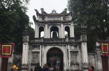 越南河内的文廟是中越文化融合的场所,孔子是文廟的中心,古代文廟是一所学校,历代越南权贵在此深造,廟中