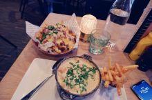 #Paletten Grill挪威一个本地餐厅,就在旅游中心的下面,挺大的 Dirty 的+煎鱼汤…