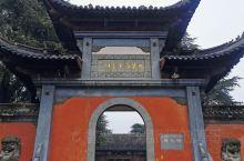 打卡西楚霸王祠 安徽乌江有一个西楚霸王祠,久闻其名却一直没有去过,这次因为要去香泉镇泡温泉,特意前往