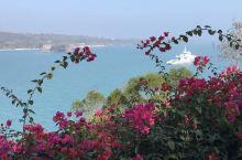 【涠洲岛.南湾鳄鱼山景区】 围洲岛位于北部湾中部,是在几百万年前由数百次火山喷发而形成的岛屿。 涠洲