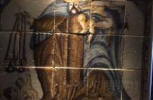 塞维利亚王宫展出了不少瓷器。和中国的瓷器不同的是,西班牙的瓷器多为装饰,可以是摆设,可以是教堂上的装