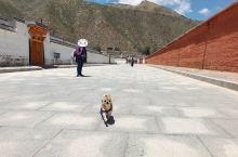 带着狗子旅游之拉卜楞寺~ 特意开车过来这边逛逛,来的时节游客不多。