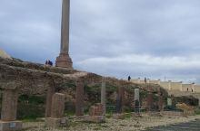 埃及庞贝柱遗址 庞贝柱是古代埃及名城-亚历山大城的城徽。庞贝柱又称骑士之柱(萨瓦里石柱),是一根粉红