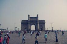 孟买印度门如今已成为孟买的象征,也是接待贵宾的欢迎场所。早晚的光线适合拍照,附近的广场可以喂鸽子,也