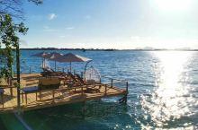 马步岛一日游的游客是可以上岛的,所以白天人很多,水屋那边全是拗造型的人儿们,我们也拗了半天,于是又一