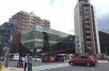从大阪市区还是坐大巴车去关西国际机场方便 关西国际机场  购票及乘车地点在:道顿堀小吃一条街对面。