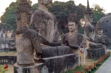 """佛像公园也称香昆寺,意为""""灵之城"""",是万象最著名的旅游胜地之一。位于首都万象东南部湄公河畔,河畔对岸"""