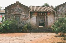 雷州这座历史悠久的文化名城。有条有故事的小村叫足荣村。足荣村里的昌公书局是这个故事的核心。昌公书局曾
