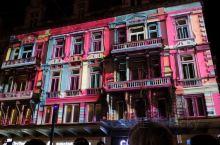 惊艳的音乐灯光秀(二) 除了布鲁塞尔大广场上的音乐灯光秀外,这个视频是在一条比较宽阔的步行街上拍到的