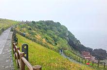 城山日出峰由海中喷发出的火山体形成,这里是观赏海上日出的绝佳地方。  不过城山日出峰的景色跟天气关系
