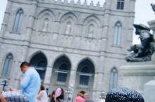 我在这里#  兵器广场   圣母大教堂门口的一块空地 有该市老城心脏之称 广场建于1693年 最初主