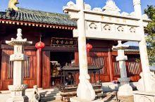昭山地理位置特别,它处在长沙,湘潭,株洲三市交界处,交通便利,古时又是文化,经济交流的活跃之地,更因