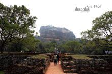 【发现•锡兰】之 狮子岩 狮子岩位于斯里兰卡古城锡吉里耶 是一块高两百米 面积两公顷的巨大的橘红色岩