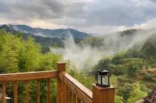 @无羁民宿的小露台, 雨后的美妙时刻 !   云海从山谷底部慢慢的出现在露台前面,宛如仙境~~~~