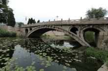 赵州桥太贵,45块钱十分钟的游程,当地人联系去石桥公园一样的桥,免费。