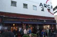 伯明翰唐人街里面一家吃鱼和薯条的酒吧,不过他家的只在下午两点到五点有售。