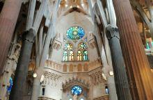 来到离上帝最近梦寐以求的地方,西班牙巴塞罗那圣家族大教堂。 象征人生真正意义的生命,死亡在这里体现极
