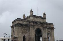 孟买掠影,到处都是英国殖民的痕迹,交通就一个字 堵,街头垃圾遍地,神牛横行,季风雨季来孟买,就是不知