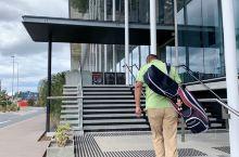 周末,练习场操练起来! 这个运动中心,不仅有高尔夫练习打位,还有其他运动健身设施。在前台付款购买练习