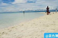 满沙滩脚印脚印脚印的处女岛,没涨潮之前的处女岛,涨潮后就看不到这个沙滩了,